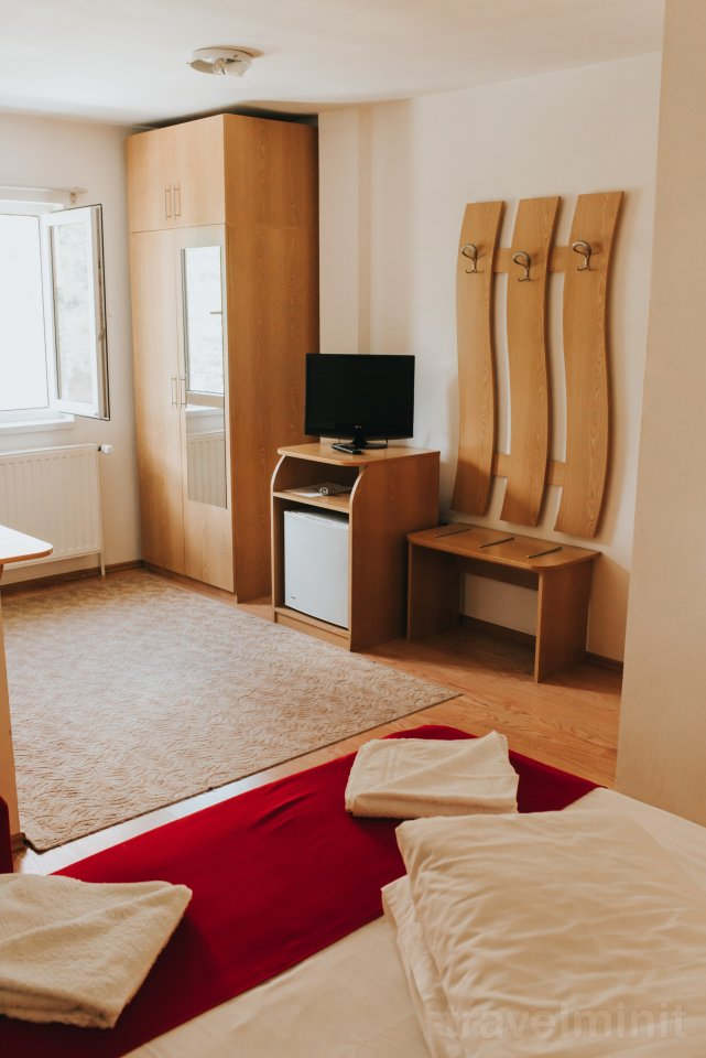 baia mare hindu singles Bed type – two single beds of 9 0inch or a 180 inch double bed the room is equipped with led color television, telephone, minibar adress: baia mare city.